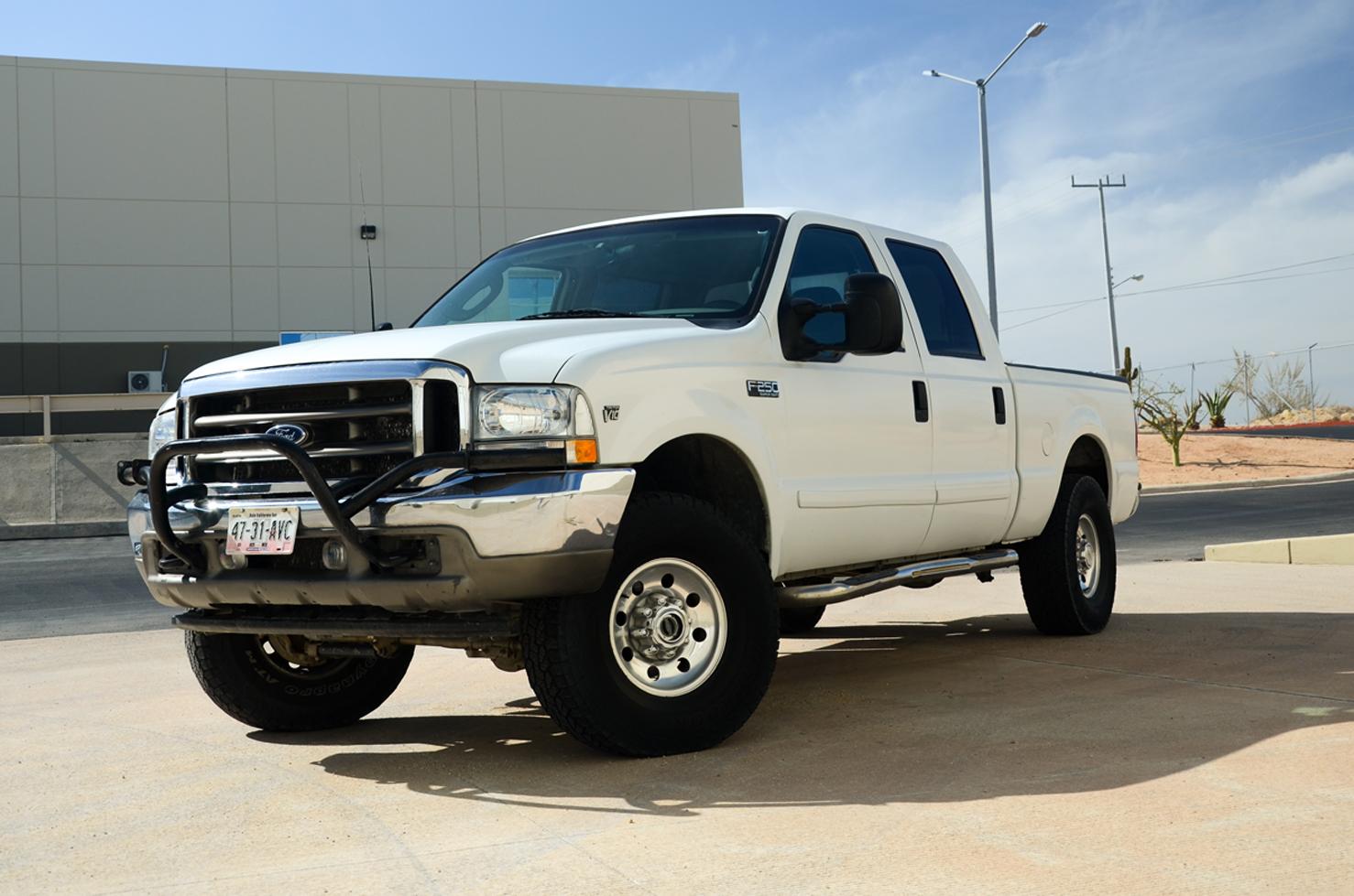 Ford Super Duty F250 4x4 (Pick Up de 4 Puerta's) • BBB Rent A Car