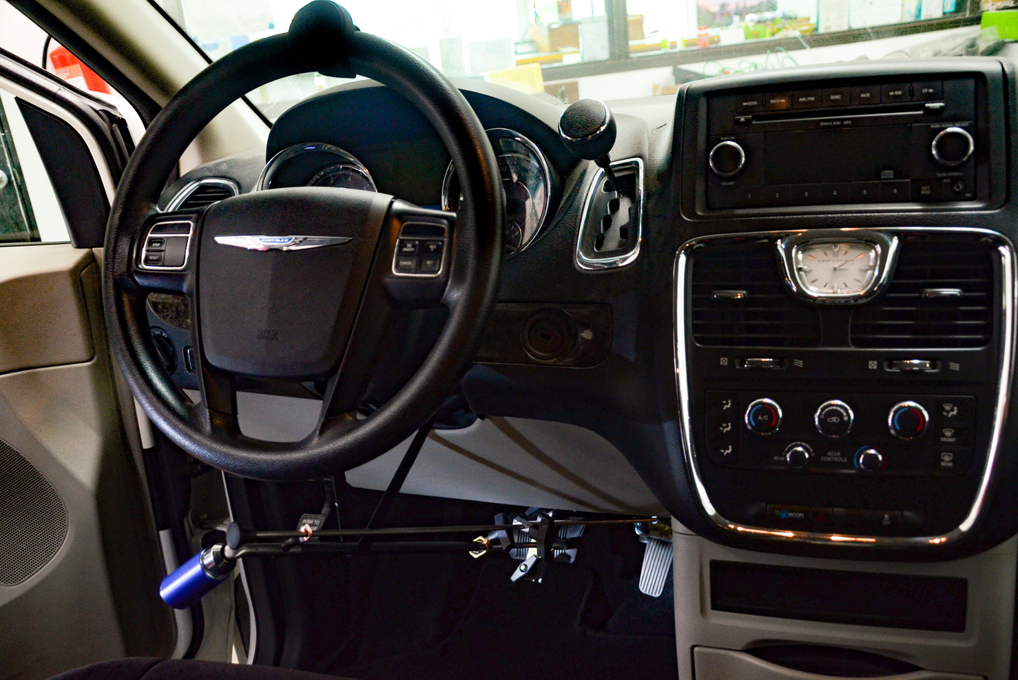 Controles manuales y perillas giratorias | Chrysler Town & Country