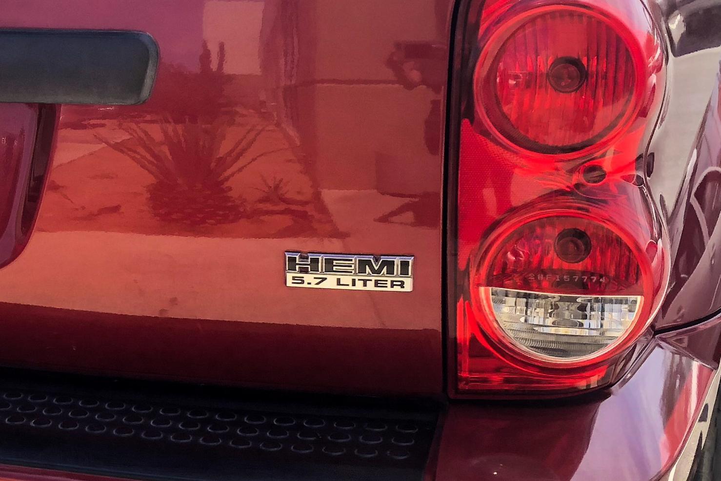 HEMI® 5.7 Liter V8   Dodge Durango   BBB Rent a Car