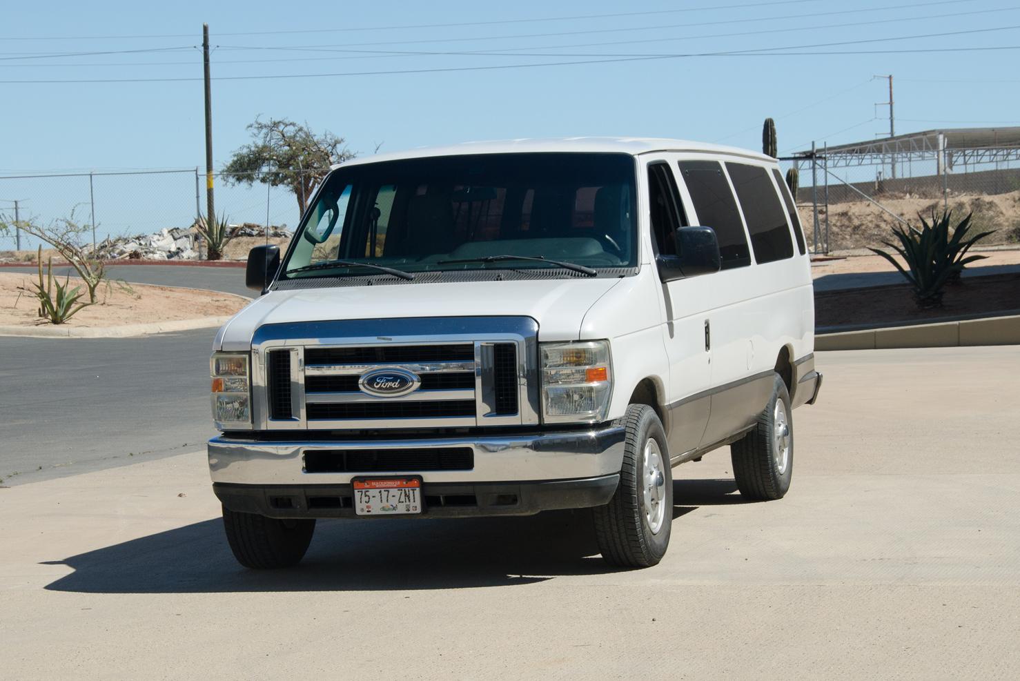 Ford Super Duty   Camionetas Vans para 12-15 Pasajeros   BBB Rent a Car Los Cabos Mexico