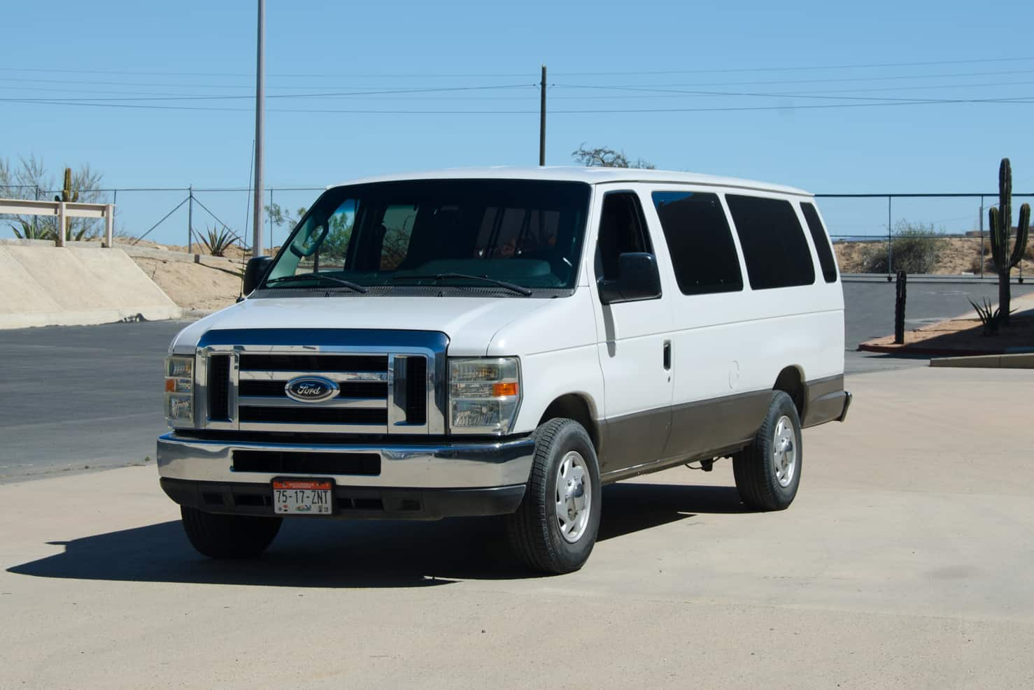 Ford Super Duty Vans 12 to 15 Passengers